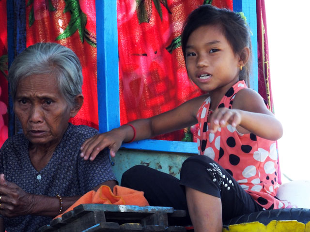 "Jeune fille du Village flottant ""Kompong Luong"""
