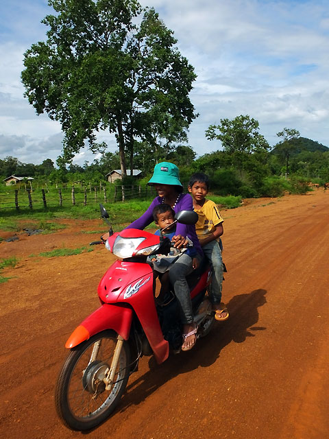Une famille à moto © Doré Elisa