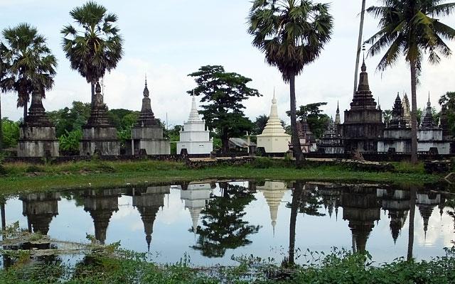 Stupas :  Wat Nokor © Doré Elisa