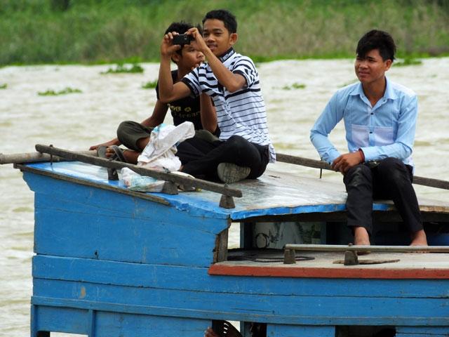 """Les jeunes avec leurs portables """"appareil photo"""""""