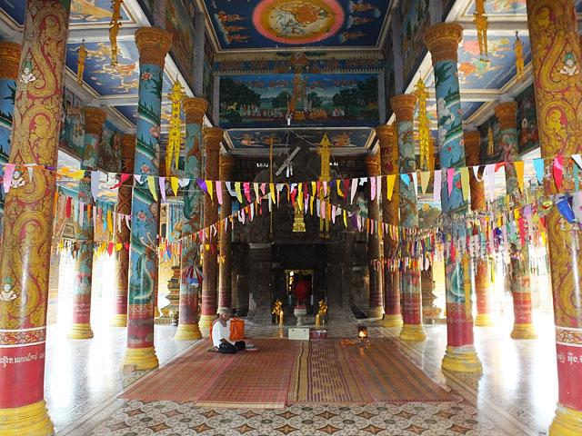 Wat Theravada implanté dans le temple hindou, Wat Nokor  © Doré Elisa