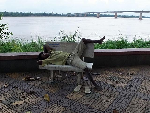 Le dormeur du Mékong - Kompong Cham © Doré Elisa