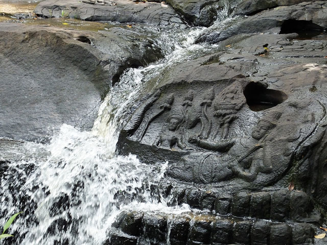 Kbal Spean , rivière aux mille lingas ® Doré Elisa