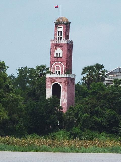 Le phare français, sentinelle de Kompong Cham © Doré Elisa