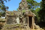 Entrée du temple - dans le coin de la porte Garuda