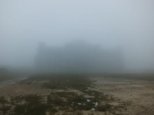 L'ancien casino sous le brouillard de Bokor © Doré Elisa