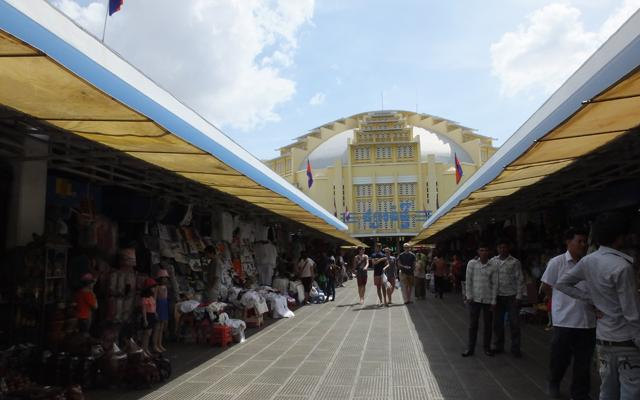 Phnom Penh - Dôme du Pasr Thmei