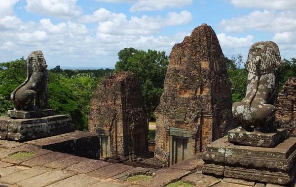 Lions veilleurs du temple Pré-Rup