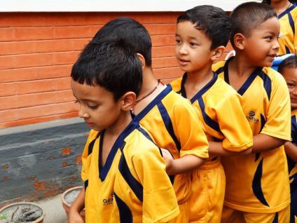 Les petits rentrent en classe - Katmandu satpragya school - Népal 2015 © Doré. Elisa