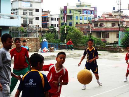 Partie de football - Katmandu satpragya school- Népal 2015 © Doré. Elisa