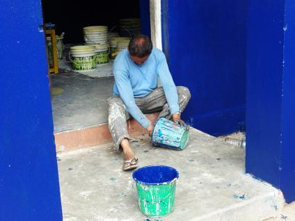 Peinture du bleu à l'extérieur - Népal 2015 © Doré. Elisa