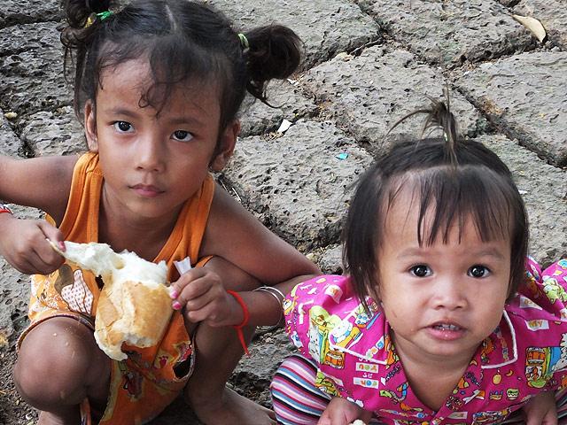 Petites filles cambodgiennes