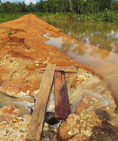 Route inondée à la Frontière Cambodge/Laos